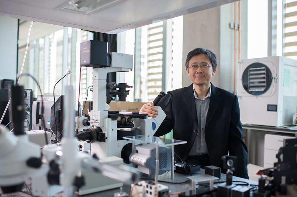 Dr. Li in his lab