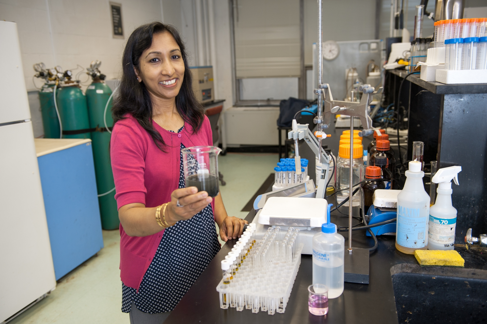 Dr. Rumana Riffat in her lab