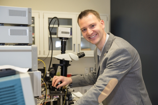 Photo of Professor Volker Sorger in his nanotechnologies lab. It links to a video of his research.